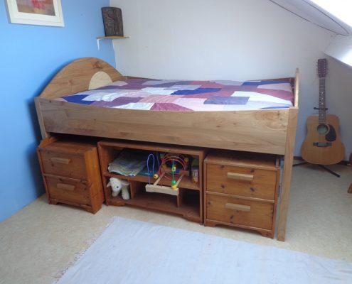 bed van iepenhout