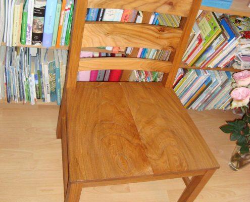 stoel van iepenhout