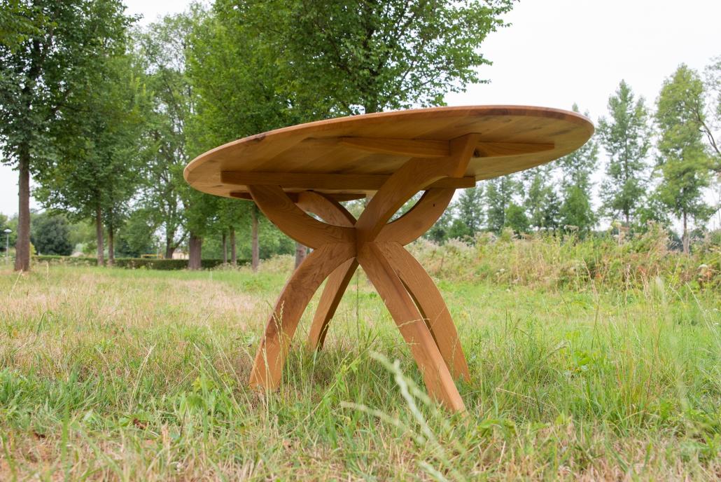 elliptische of ovale eettafel van eikenhout