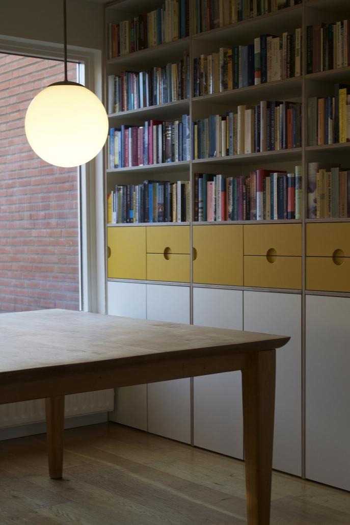 boekenkast van multplex
