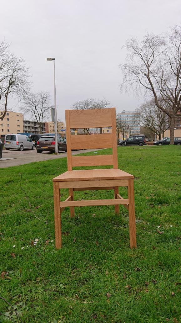 grote eikenhouten stoel