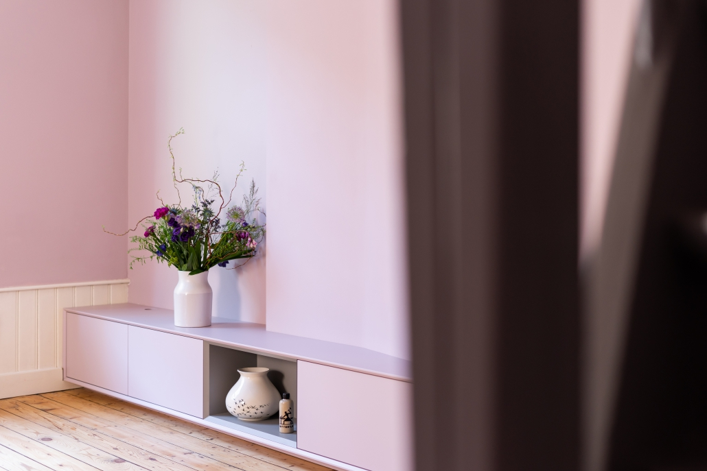 roze zwevend tv meubel